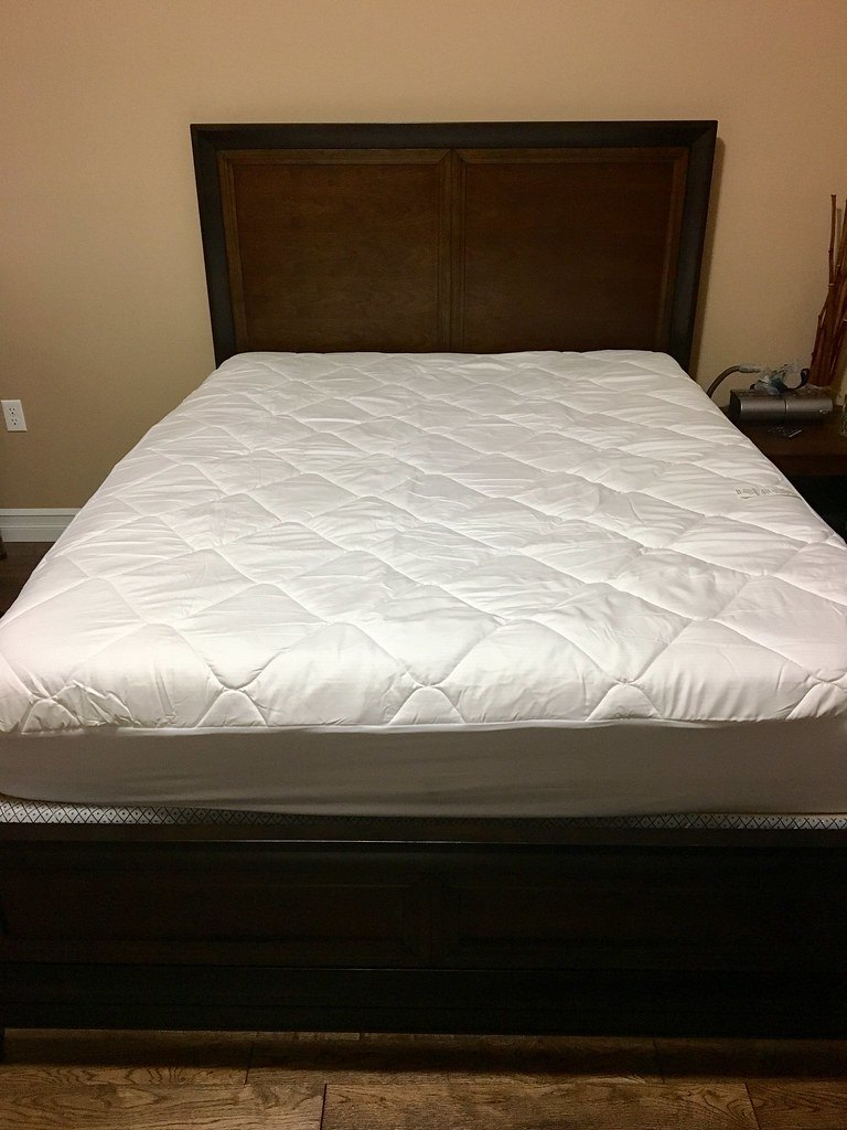 Bed with cooling mattress